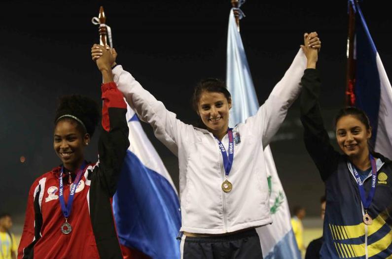 Los grandes ganadores y Honduras con el oro. Foto UNAH