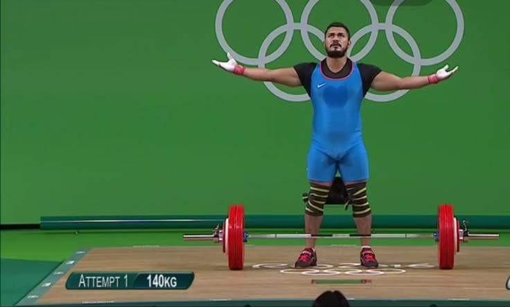 Gran actuación de Cristopher Pavón en levantamiento de pesas