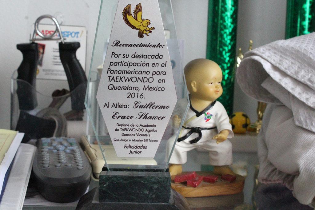 Este trofeo nos lo trajo Junior a mostrar. Su cara de orgullo era muy obvia. Foto HSI