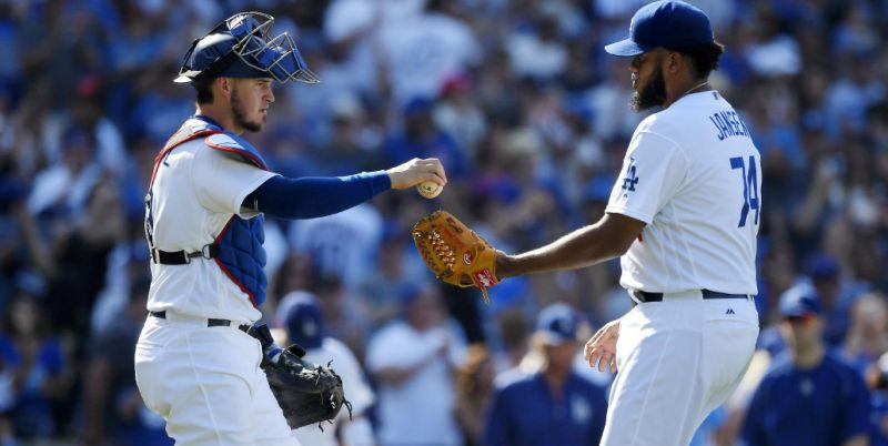 Los Dodgers sueltan el bate y castigan a Arrieta y a los Cubs para tomar ventaja