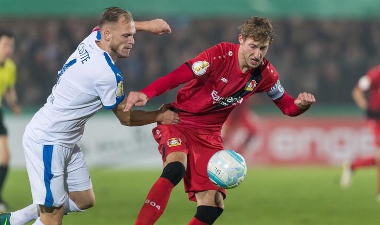 Resumen de los partidos de dieciseisavos de la DFB Pokal. Bayer eliminado