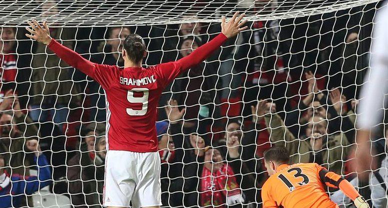 Mientras Arsenal se va de la Copa, ManU sigue su camino en busca del título