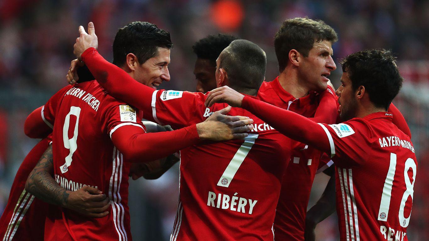 Un Bayern insaciable golea a los 'Lobos' y se queda con la cima de la Bundesliga