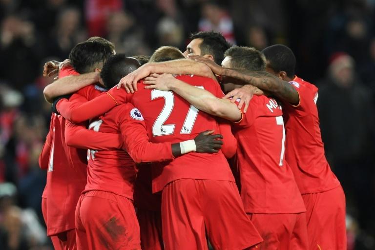 El Liverpool mete pelea por la Premier a costa de un City, pero Chelsea no afloja