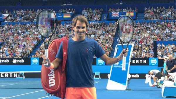 Roger Federer vuelve a entrenar previo a su debut en la Copa Hopman