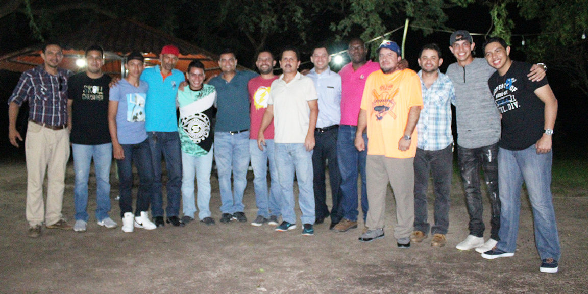 Azulejos Béisbol, campeón de la Liga Sario es homenajeado por su club