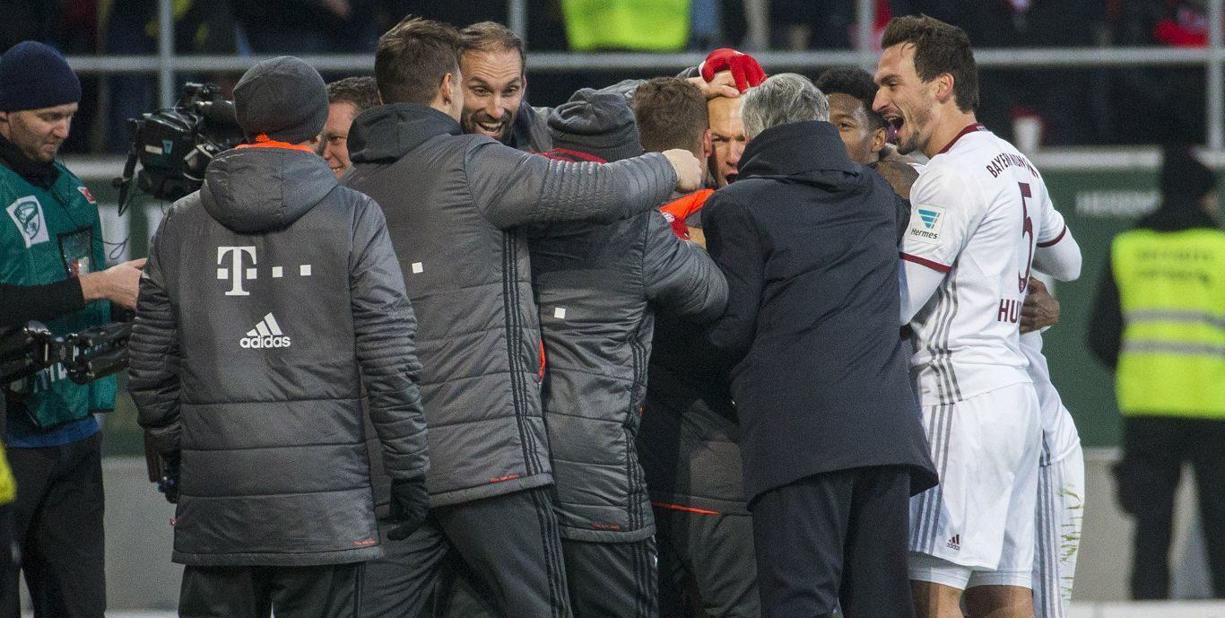 Arturo Vidal muestra el camino al Bayern. Leipzig es goleado por el Hamburgo