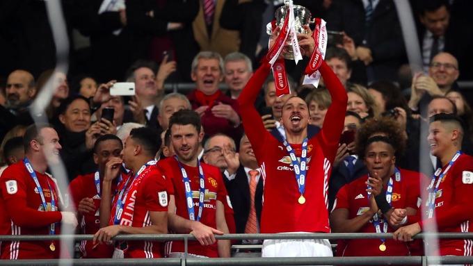 Manchester United de la mano de Zlatan, gana la EFL Cup