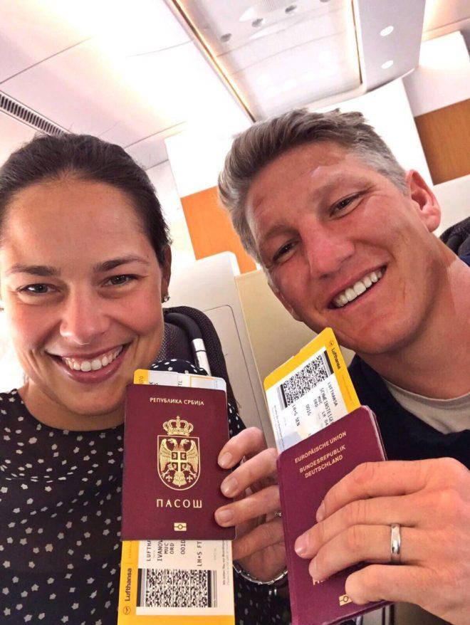 Bastian Schweinsteiger y su esposa Ana Ivanovic. Foto CFFC