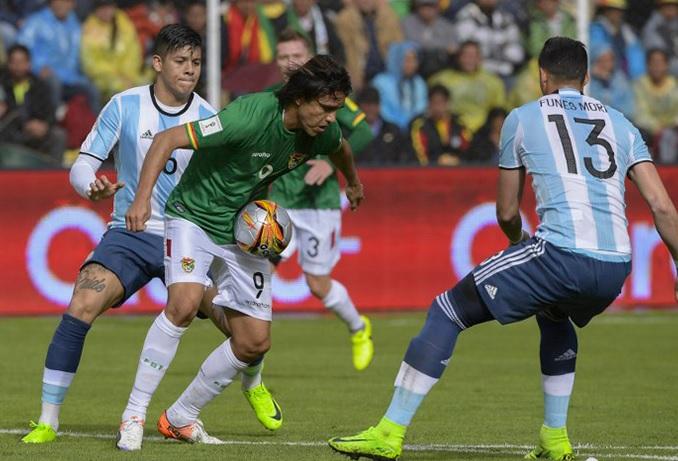 Argentina muerde el polvo en territorio boliviano. Messi el gran ausente