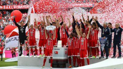 Los homenajeados Lahm, Alonso y Starke, se despide con goleada del Bayern al Friburgo
