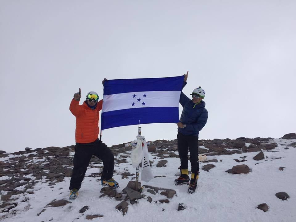 Rigo & Ronald: dos catrachos que ponen en lo mas alto la bandera de Honduras