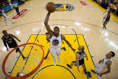 Remontada dorada: los Warriors con Curry y Durant lideran la reacción frente a los Spurs