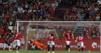 Lozano y Tenerife jugarán playoffs. Jona falla penal y Murcia desciende