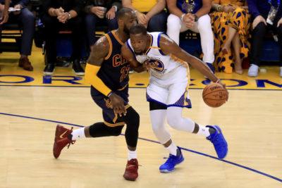 Con Durant y Curry intratables, Warriors comienzan ganando en la final de la NBA