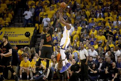 Los Warriors apalean a los Cavaliers y lideran 2-0 las Finales