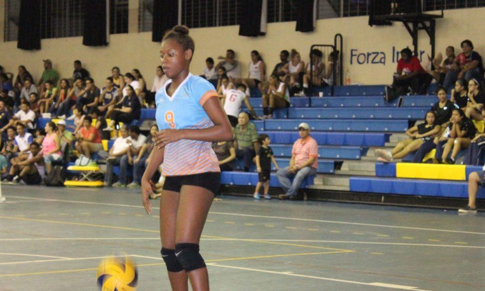 La catracha Reer James, impone nuevo récord Centroamericano de voleibol