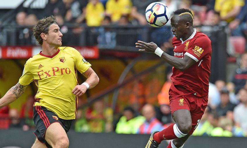 Liverpool deja ir el triunfo en el final mientras Chelsea debuta con derrota