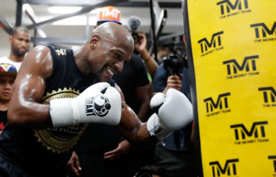 Mayweather sube al ring para encarar el reto más desconocido de su carrera
