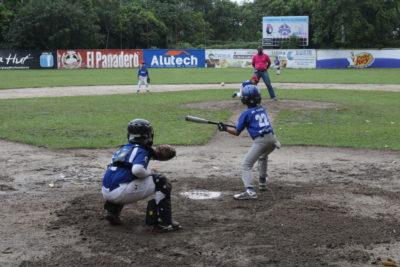 El béisbol sampedrano, un esfuerzo de los padres y la liga local ante el abandono de la Fehba