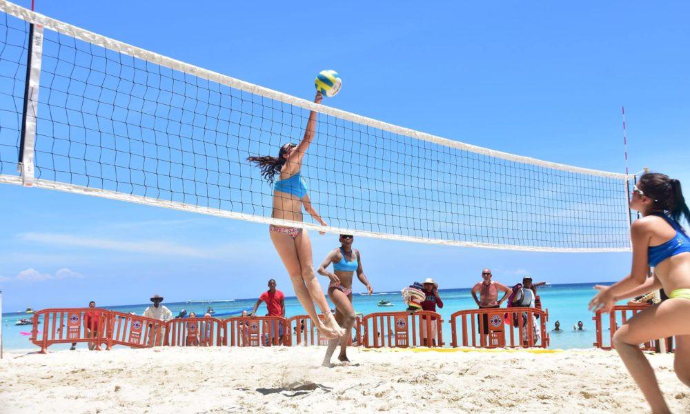 Inicia la parada final del Beach Volleyball Tour 2017 en Roatán
