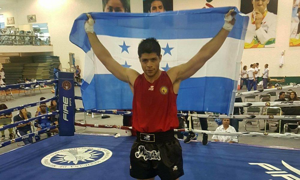 Bryan Burgos gana oro en el Panamericano de Muay Thai en México