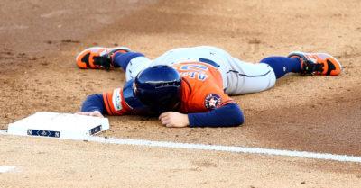 Yankees dejan tendidos a los Astros y empatan serie