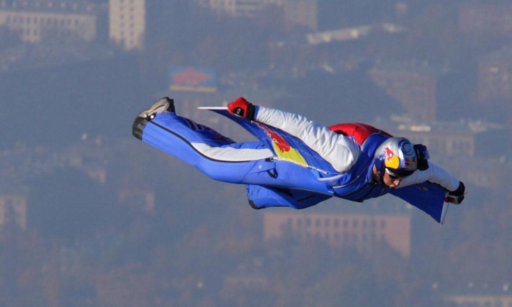 Muere Valery Rozov, leyenda del salto, tras estrellarse en el Himalaya