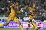 En duelo de ferias, Tigres le saca empate al León en el Nou Camp