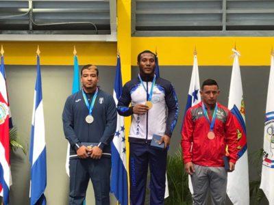 La lucha llena de medallas a la delegación catracha en su primer día
